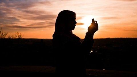 Setelah Shalat Shubuh Hingga Matahari Terbit Dianjurkan Baca Doa Ini